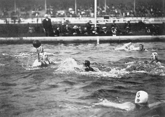 Water polo final at the 1908 Summer Olmypics